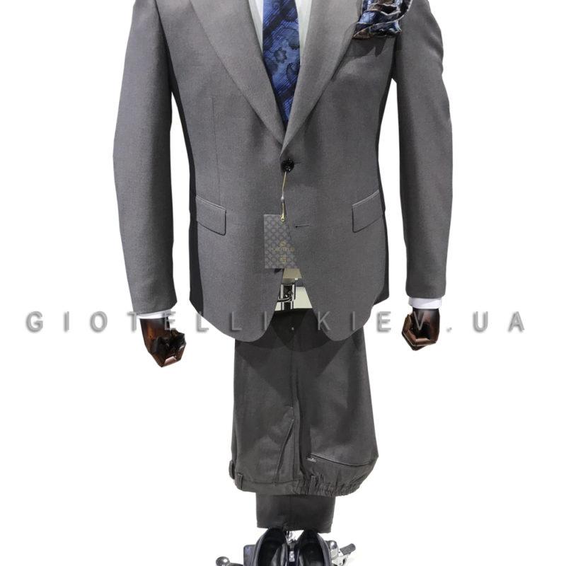 Серый костюм с синим галстуком