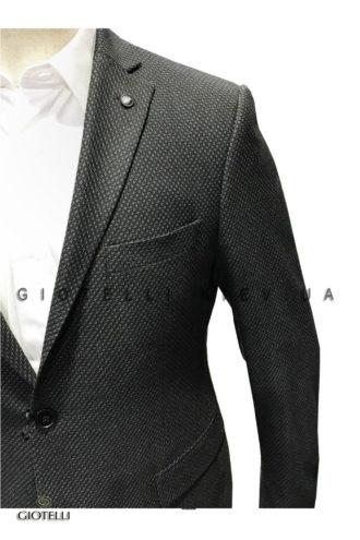 Черный мужской костюм