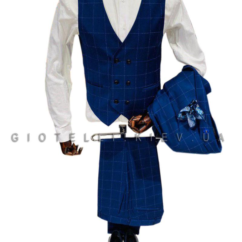 Синий костюм тройка