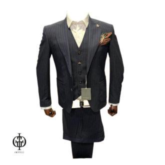 Полосатый костюм с жилетом